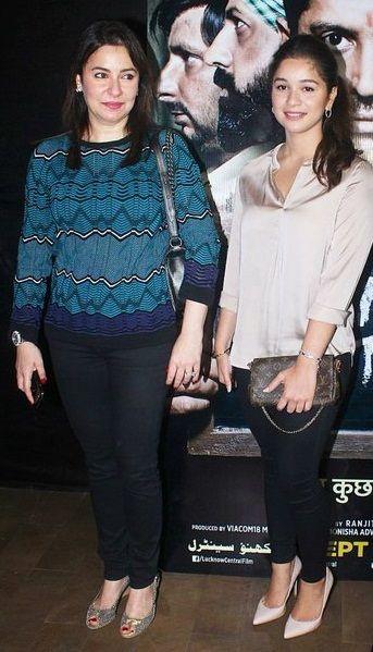 Sara Tendulkar with mother