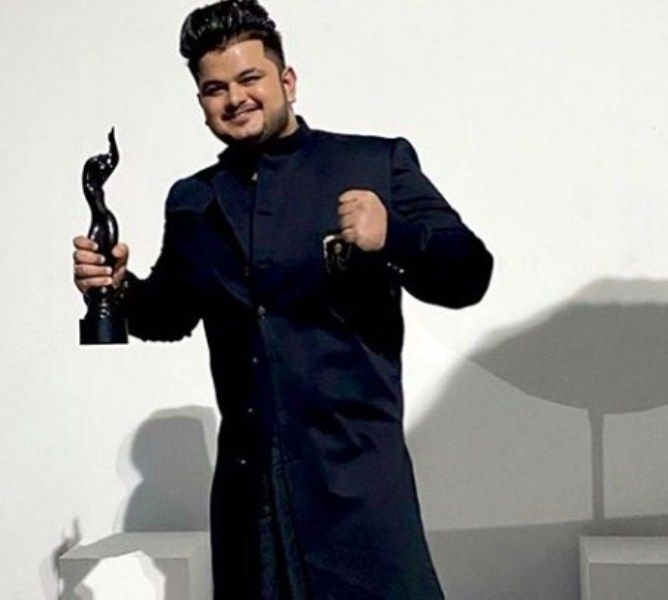 Vishal Mishra with his Filmfare Award